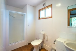 Euston Club Resort Cabin 9 bathroom